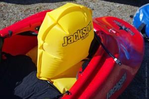 Happy Seat/ Happy Thruster Combo в сборе, установлен в очко лодки каяка и надут