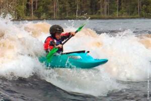 Маленький фристайл родео каякер Small kids freestyle kayaker