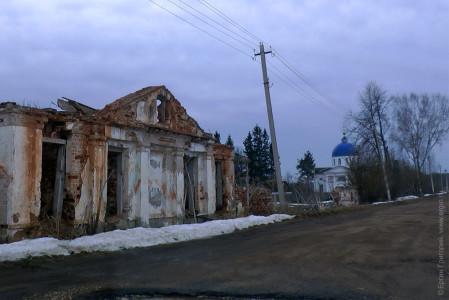 Поселок Ровное Новгородская область церквушка и развалины