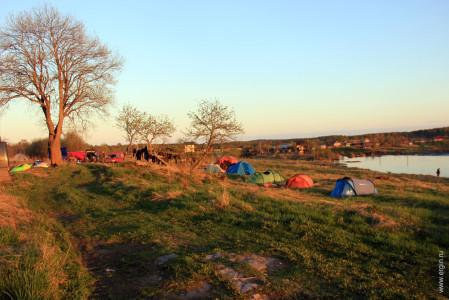 Палатки каякеров на Тивдии