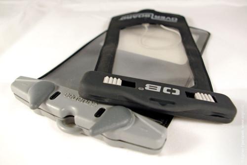 Защитный чехол с аудиоразъемом от фирмы «OverBoard» для смартфона, сравнение с чехлом от «Aquapac»