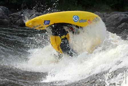 Ергин Григорий луп фристайл каякинг на бурной воде плейспот Нейтикоски Лиекса