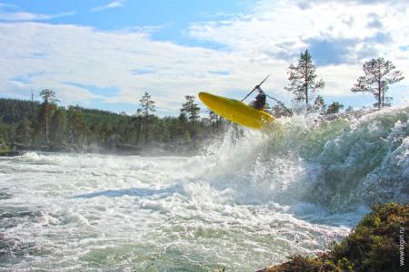 Сплав по горным рекам прыжок с водопада