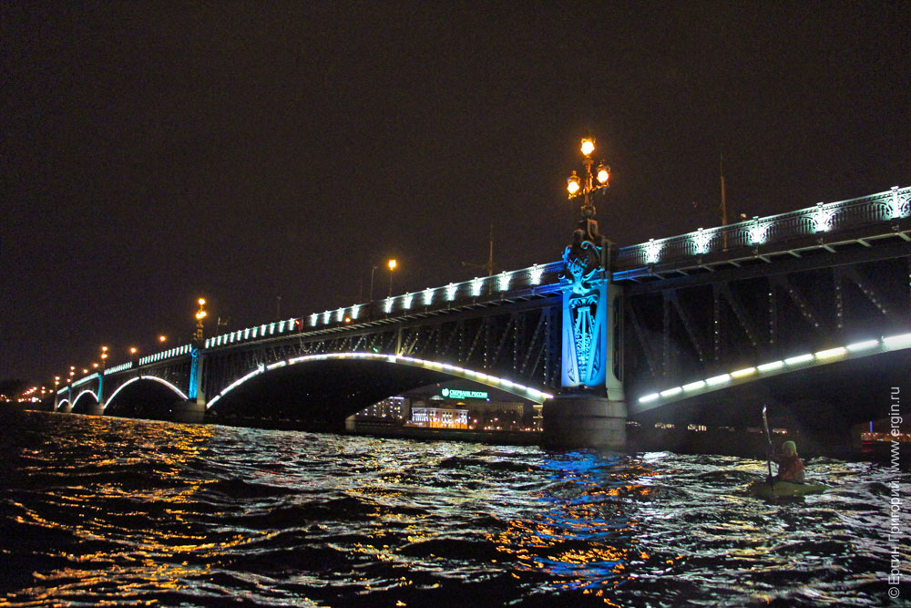 Каякинг у Троицкого моста Нева Питер