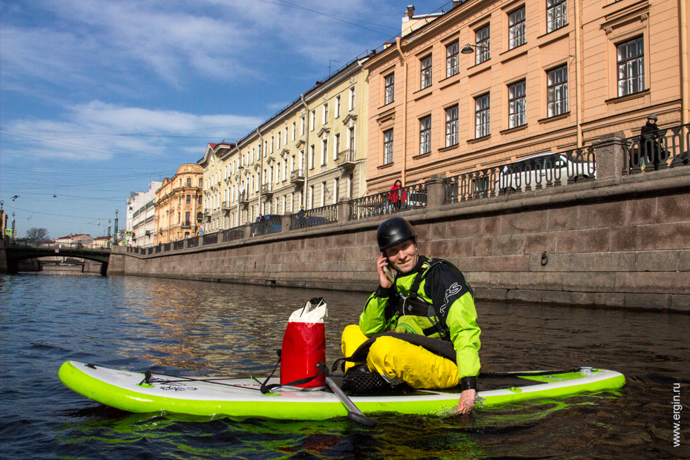 SUP stand up paddle серфер в Санкт-Петербурге