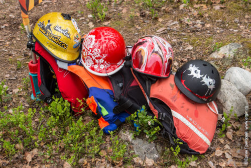 Шлемы и спасжилеты каякеров