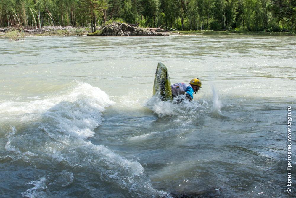 Сореванования по фристайлу на бурной воде: заходной элемент