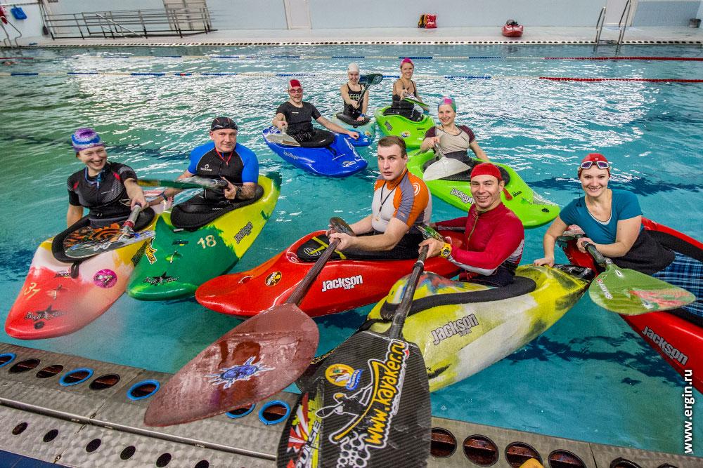 Как проходят тренировки и обучение каякингу в бассейне