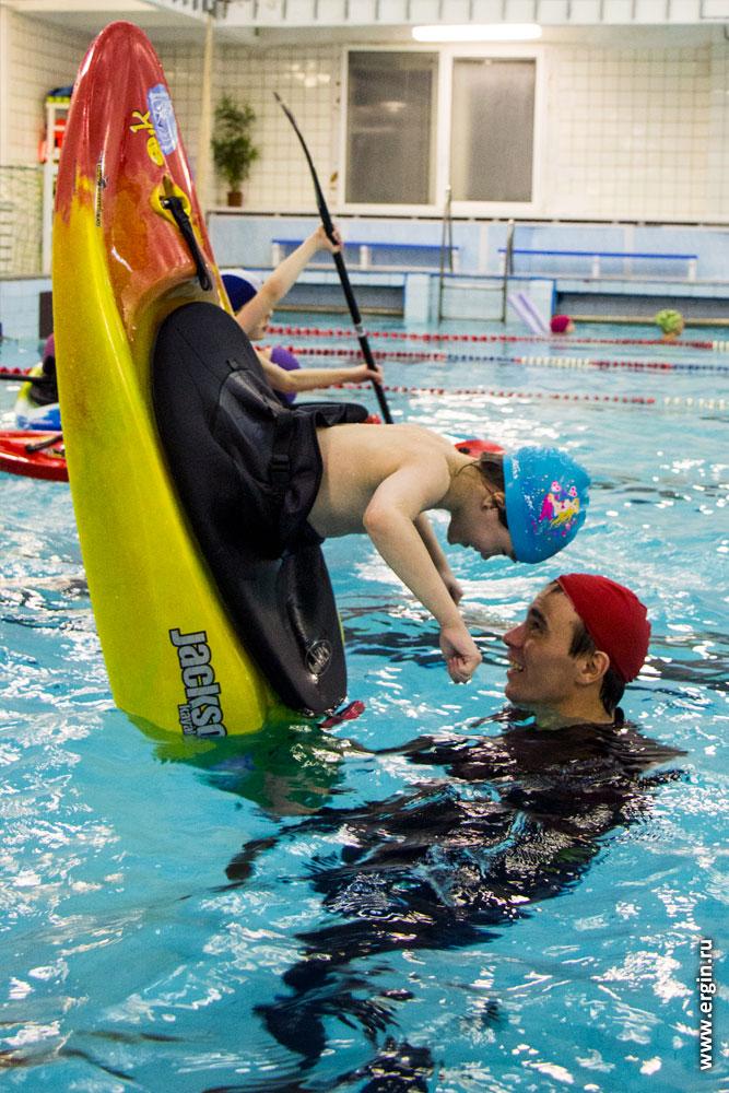 Детский каякинг в бассейне