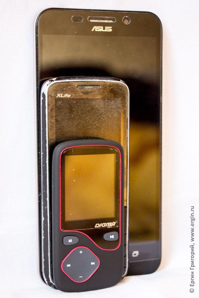 mp3-player Digma Cyber 3L в сравнении с телефоном и смартфоном