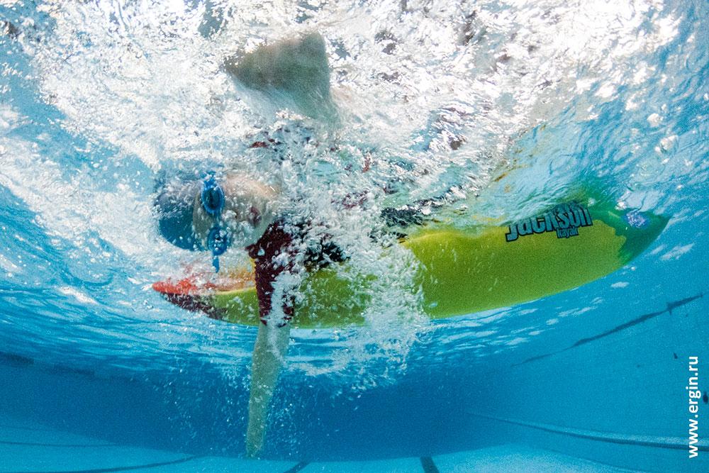 Вставание на каяке без весла под водой