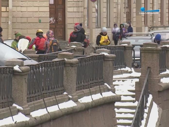 Снег на набережной в Санкт-Петербурге