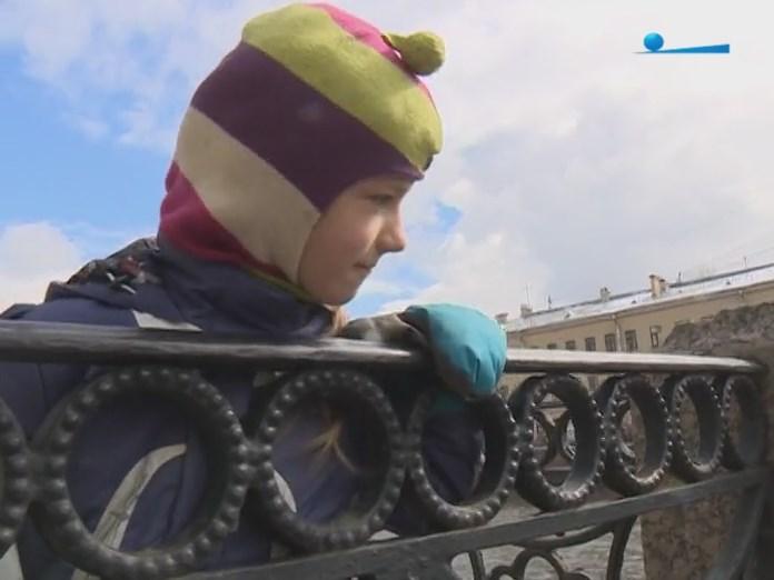 Зрители водной прогулки на каяках по Санкт-Петербургу