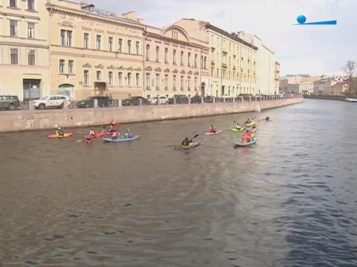 Шествие каяков и байдарок по Санкт-Петербургским рекам и каналам