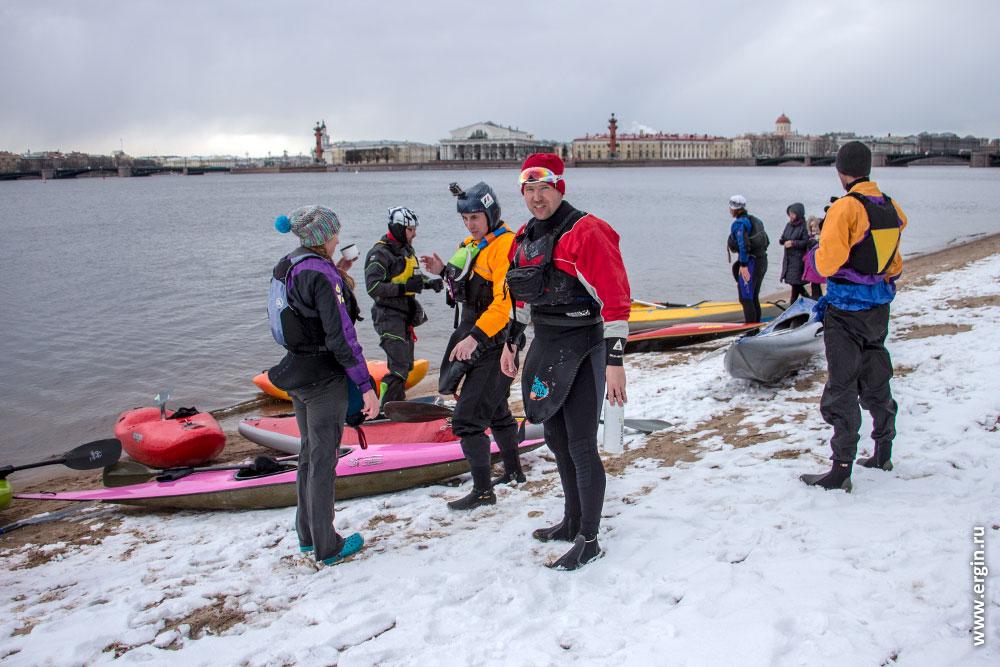 Каякеры на пляже Петропавловской крепости