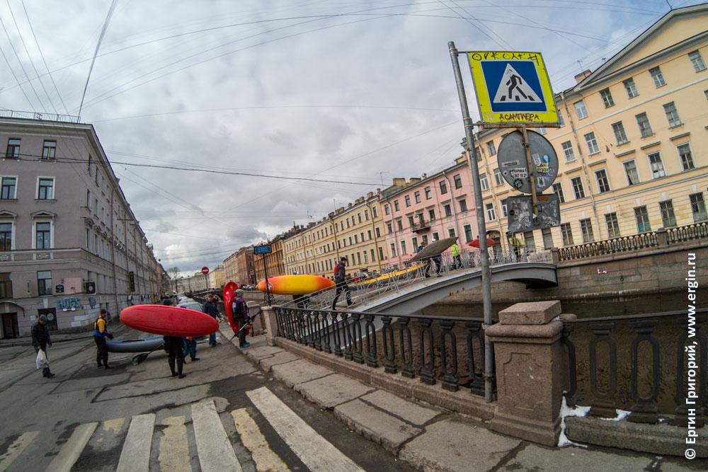 Старт водной прогулки на каяках по Санкт-Петербургу