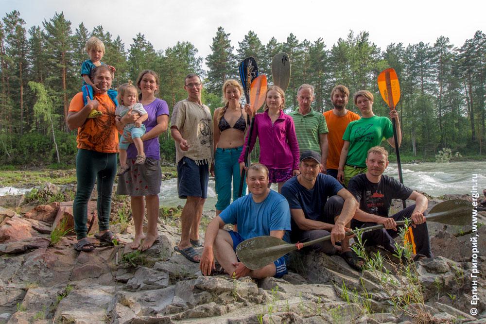 Участники учебного тура по фристайлу на бурной воде на каяках на Алтае команда RiverZoo