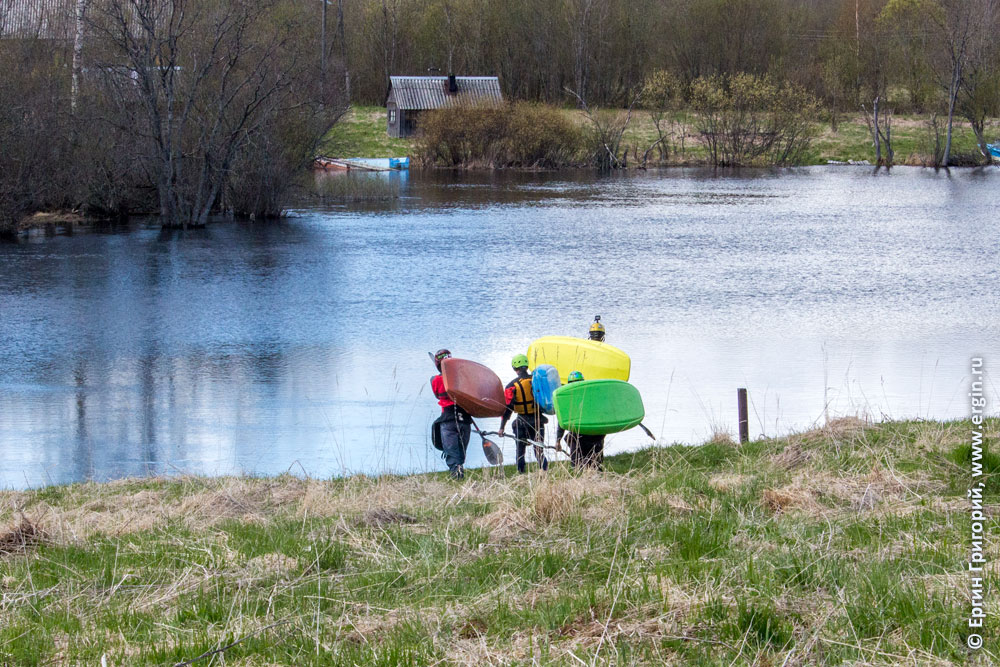 Каякеры перед катанием в Тивдии по реке Тивдийка