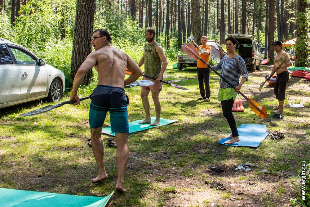 Учебный комплекс упражнения с веслами на суше для каякеров занимающихся фристайлом на бурной воде