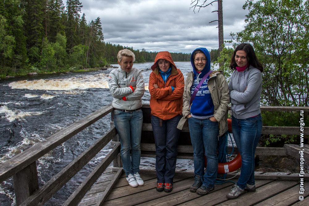 Каякеры девушки и плейспот порог Нейтикоски в Финляндии Лиекса