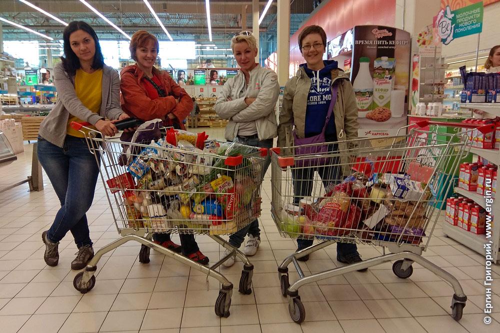 Каякеры закупают продукты перед выездом на сборы в Лиексу Нейтикоски