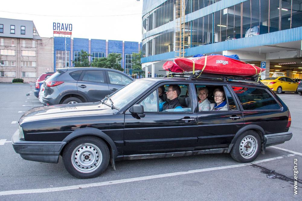 Машина с каяками едет на тренировочные сборы в Лиексу Финляндию