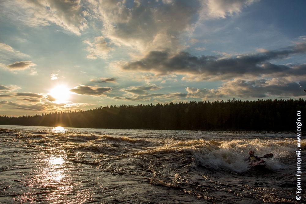 Скоро солнце сядет над порогом Нейтикоски у Лиексы