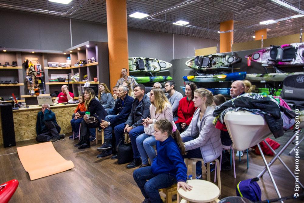 Участники семинара по эскимосскому перевороту на каяке