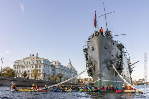 Водный туризм на байдарках и каяках в Санкт-Петербурге у Авроры