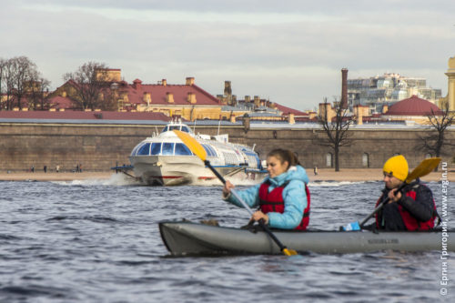 Байдарка и Метеор на Неве в Санкт-Петербурге