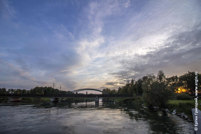 Закат в городке Платтлинг в Германии земле Баварии