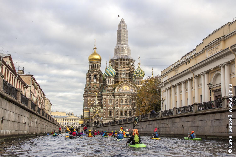 Вид из каяка на Спас на крови в Санкт-Петербурге