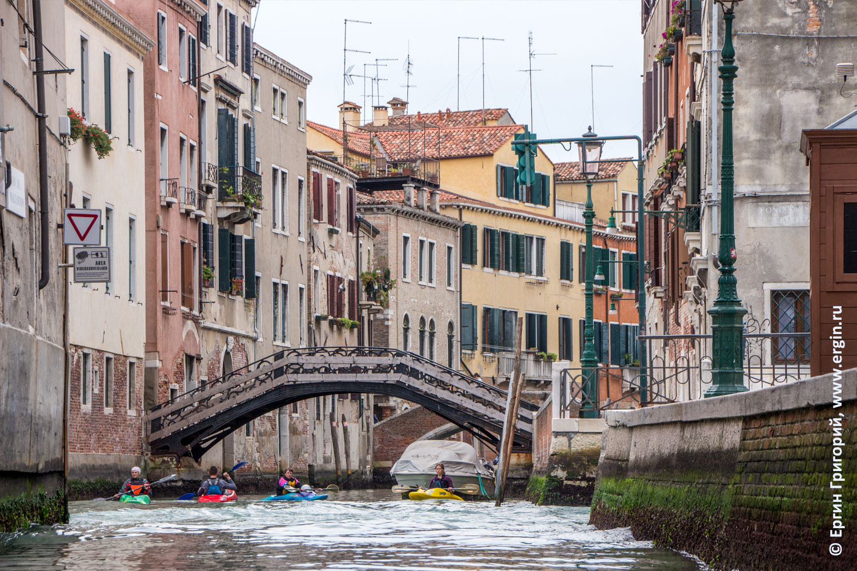 Венецианский перекресток мост дорожные знаки