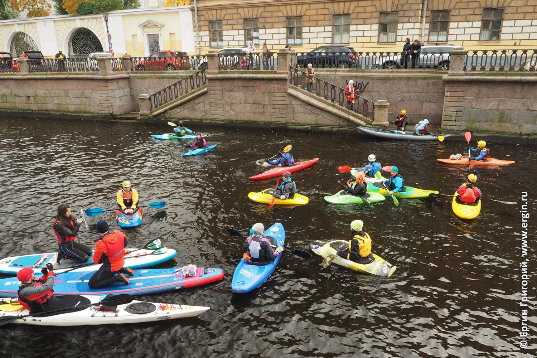 Каякеры SUP-серферы вышли на воду в Санкт-Петербурге