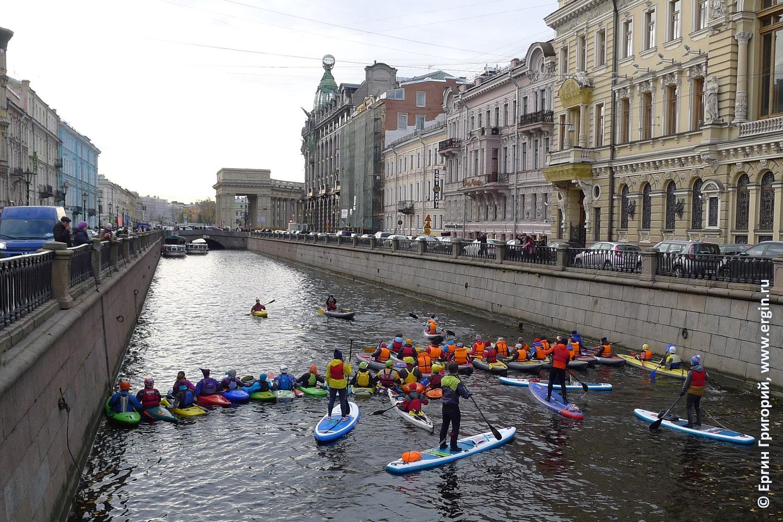 Каякеры в центре Санкт-Петербурга