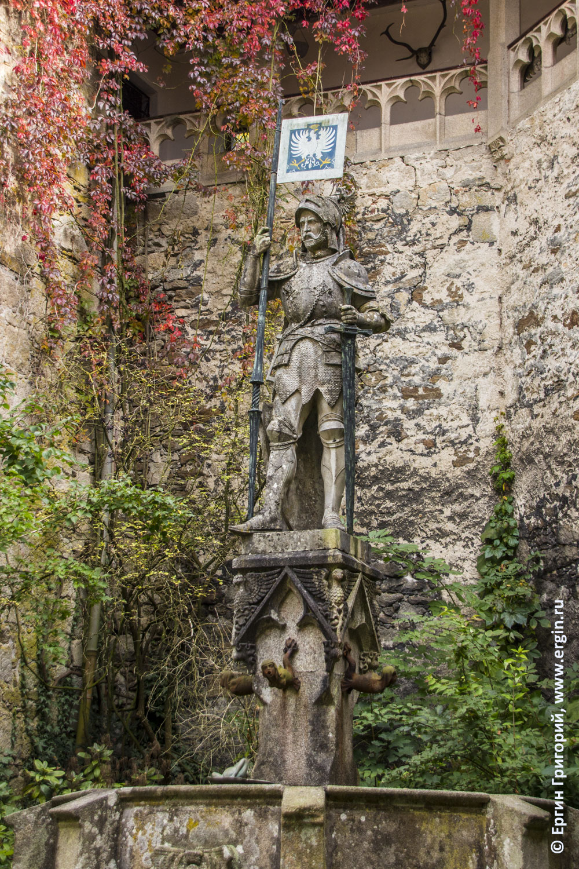 Замок Эгг статуя рыцаря Платтлинг