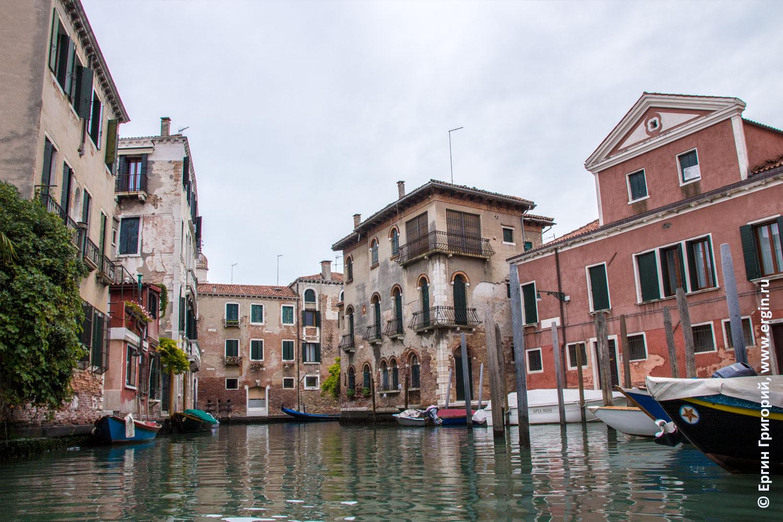 Старые дома в Венеции фотографии с каяка с воды