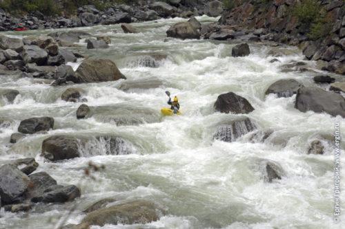 Каякинг на бурной воде экстремальный сплав