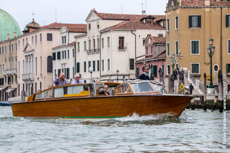 Такси-катер в Венеции на Гранд-Канале