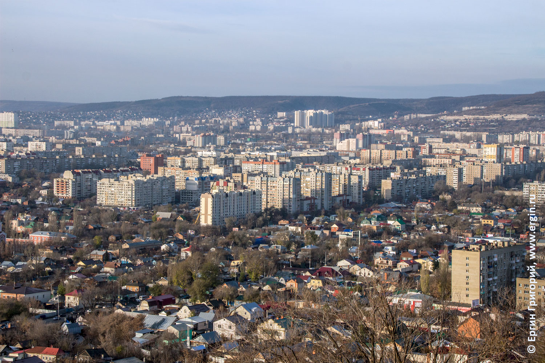 Старые и новые дома города Саратова