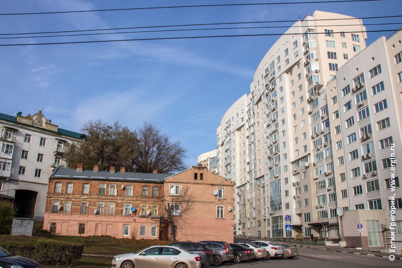 Новые и старые дома в городе Саратове