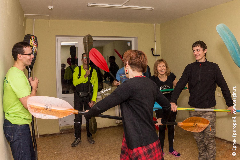 Теория и упражнения для обучения каякингу в зале