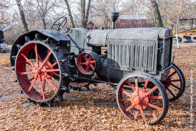 Саратов Парк Победы старинный трактор
