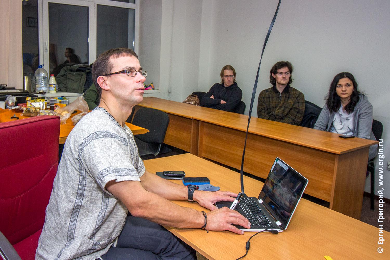 Занятия в школе обучения каякингу лекция семинар о фристайле на бурной воде