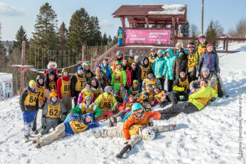 Общая фотография всех сноукаякеров участников соревнований по сноукаякингу