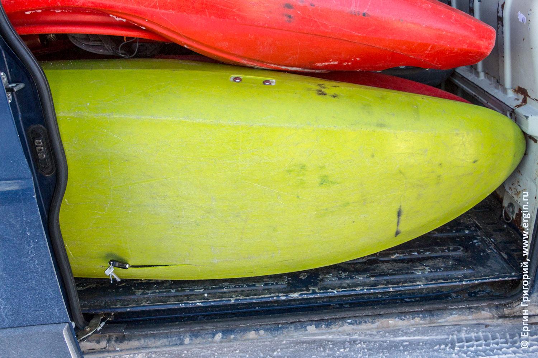 Waka Tuna каяк треснул на соревнованиях по сноукаякингу сломался