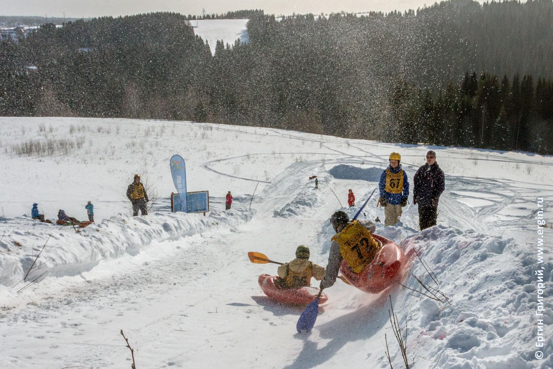 Сноукаякинг финиш снежной трассы