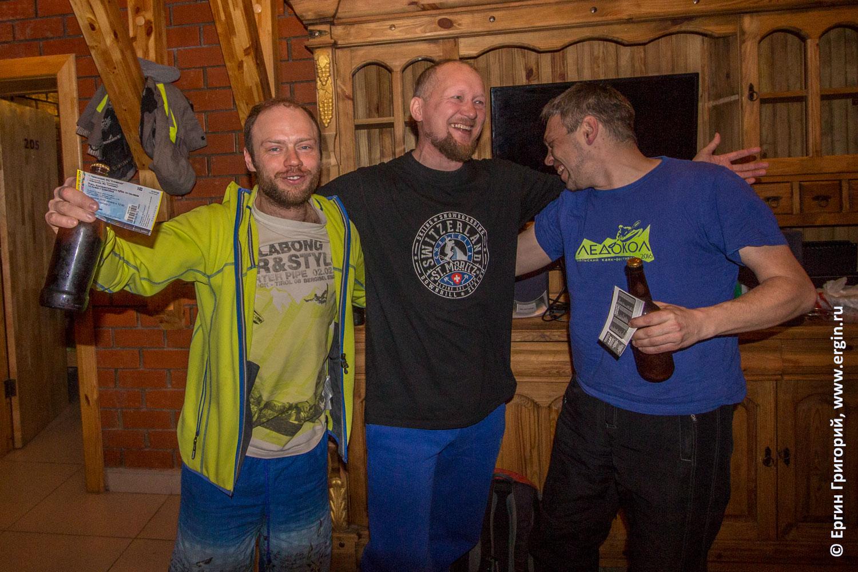 Мужчины каякеры призеры победители соревнований по сноукаякингу