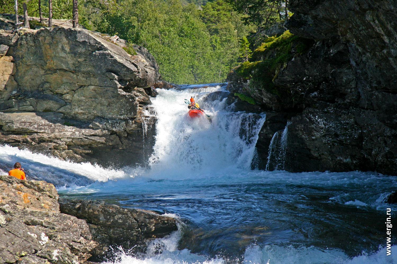 Норвегия река Раума прыжок с водопада