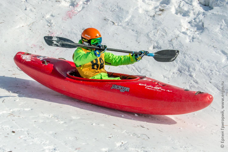 Скоростной спуск на каяках с горы сноукаякинг